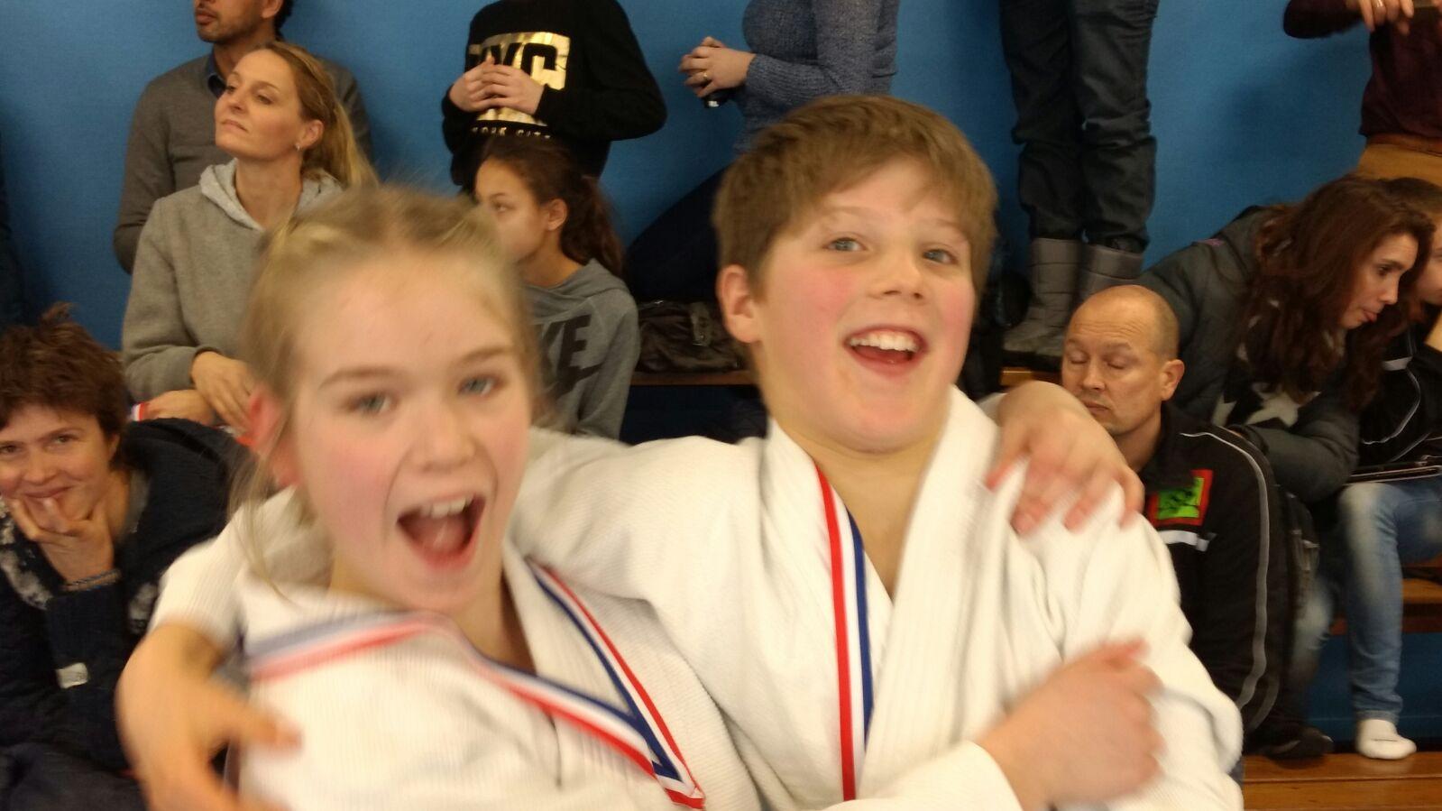 Afbeelding van zilver en goud tijdens toernooi