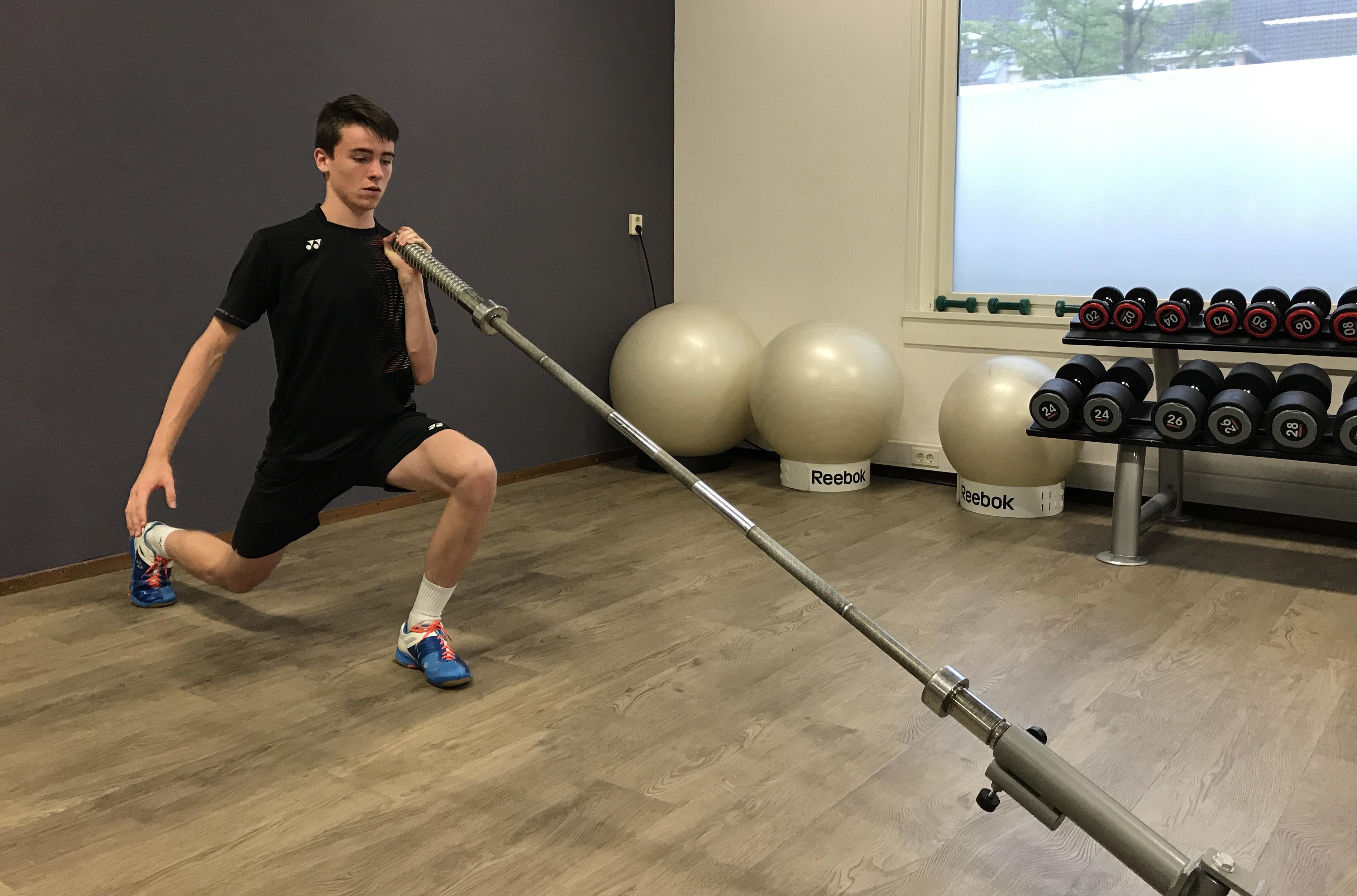 Afbeelding van Finn Achthoven traint voor de olympische spelen bij frits van der werff in Hoorn