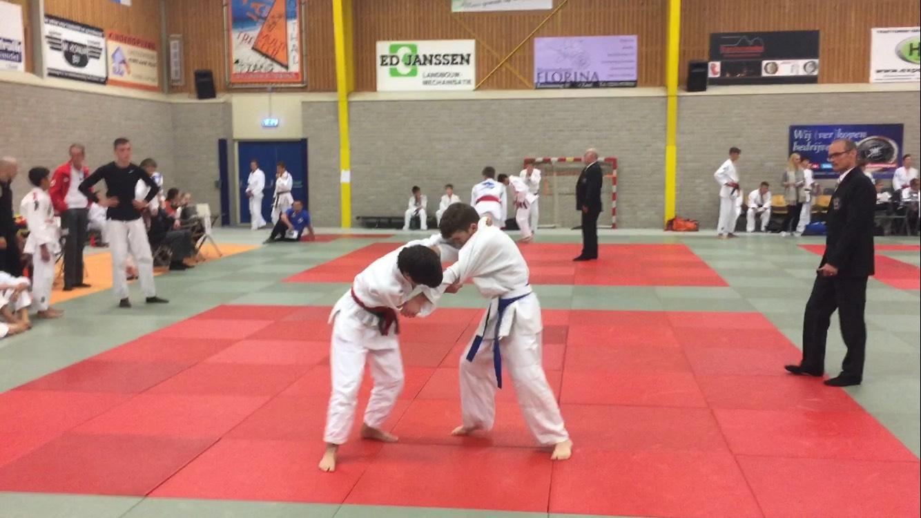 Dit is een foto van jeugdjudokas. Juod, karate en budo bij Frits van der Werff